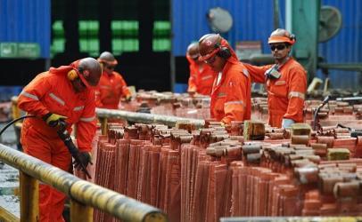 Precio del cobre sube tras peor caída en tres años